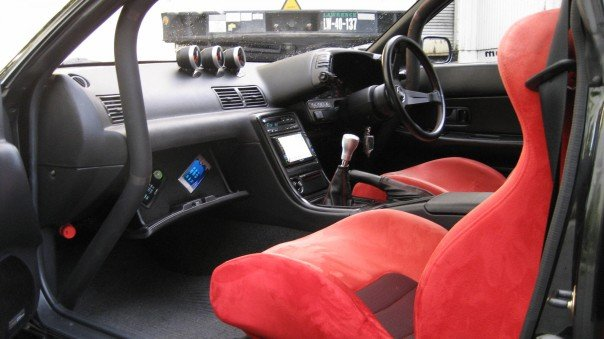 Buddy Club racing seats fitted in the Nissan Skyline R32