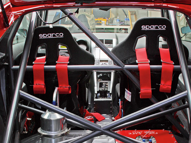 Sparco harness belts fitted with Sparco racing seats