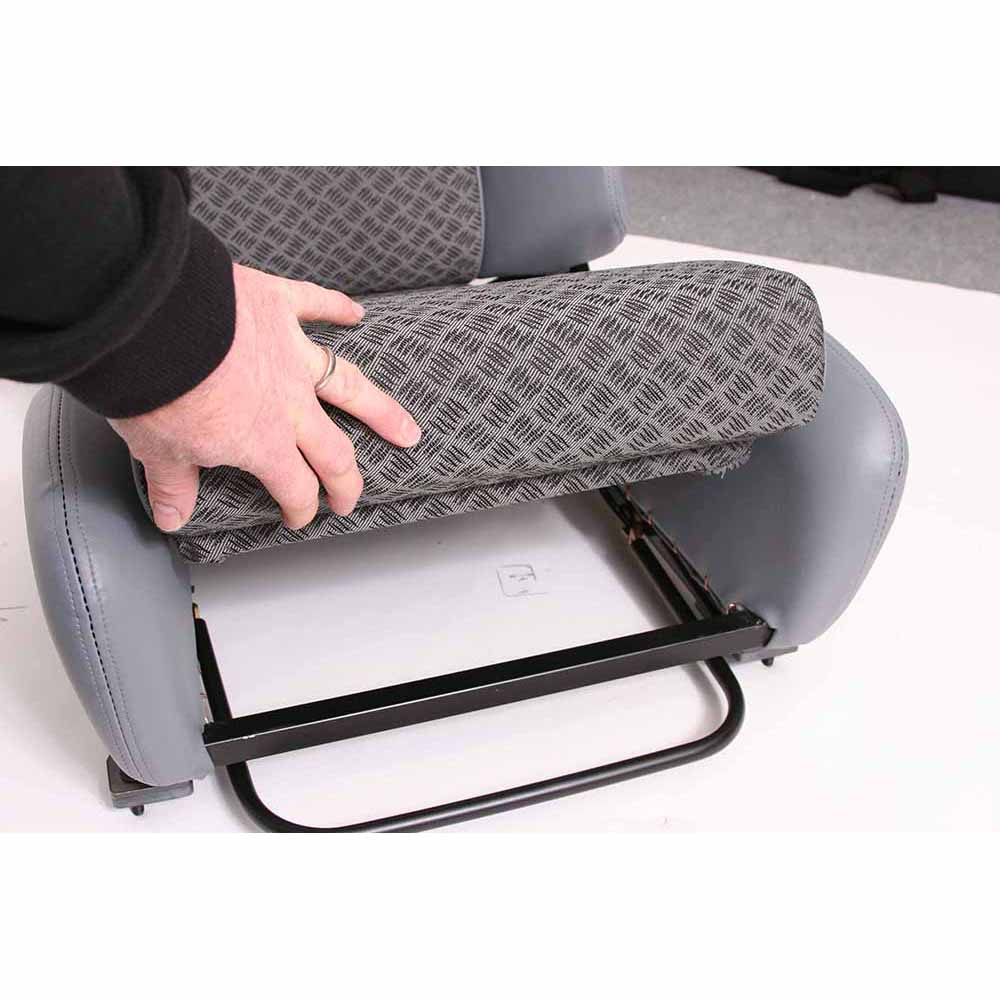 cobra le mans land rover sport reclining seat gsm sport seats. Black Bedroom Furniture Sets. Home Design Ideas